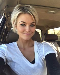 The 77 Hottest Short Pixie Cut Hairstyles You'll See Trending in 2019 Short Messy Haircuts, Short Bob Hairstyles, Short Hair Cuts, Prom Hairstyles, 1940s Hairstyles, Halloween Hairstyles, Hairstyle Short, School Hairstyles, Long Pixie Cut Thick Hair
