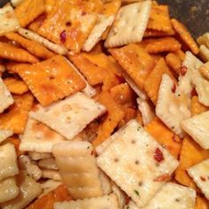 crackers, each of Cheese It's, Mini Club & Mini Saltines; then mix together 1 cup canola oil, 1 pk Ranch salad dressing mix and Tablespoon crushed red peppers. Pour over crackers in a big airtight container, toss several times over a 1 hr period. Snacks Für Party, Appetizers For Party, Appetizer Recipes, Snack Recipes, Cooking Recipes, Party Nibbles, Cooking Fish, Tailgating Recipes, Tailgate Food