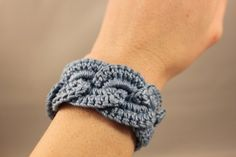 Crochet Bracelet Infinity Link Cuff - not a pattern, but several pictures