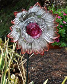 Repurposed Glass Garden Flower Wall & Garden Art 'DAISY' ..................................