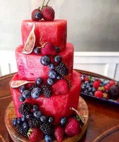 10 Reasons Why We're Loving Watermelon Cake Right Now Wedding Buffet Food, Wedding Buffets, Food Buffet, Fruit Birthday Cake, Healthy Birthday Cakes, Vegan Wedding Cake, Snacks Für Party, Food Trends, Vegan Sweets