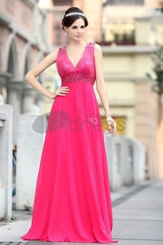 The deep V Qi chiffon beaded embroidery Mei red evening dress Evening Party, Evening Dresses, Prom Dresses, Formal Dresses, Robes D'occasion, Beaded Chiffon, Beaded Embroidery, Occasion Dresses, Tulle