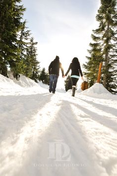 Snowy winter engagement photo shoot at Grouse Mountain | Douglas Ludwig Photography