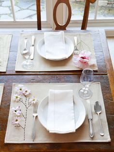 How to dress up plain linen placemats with silk flowers. #crafts #spring