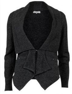 Cardigan warmbeauty <3  Feminin & pen varm ull-cardigan med knepping i midje. Cardigan jakken er av mykt materiale med varm ull.