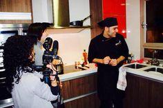 El chef Axel, con el equipo 'De profesión' de La Vanguardia TV. Podéis ver el vídeo en este enlace: https://m.youtube.com/watch?v=13N4365-5Rc
