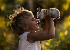 foto de conejo y niño