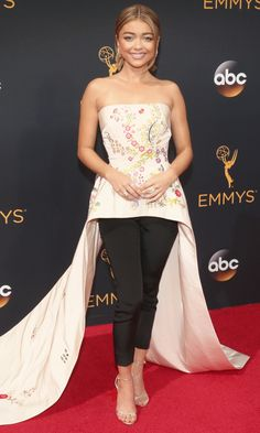 Emmys 2016: Best Dresses of the Night - Sarah Hyland in Monique Lhuillier