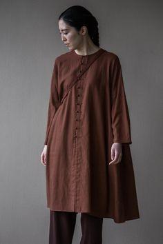 Jurgen Lehl for Babaghuri Minimal Dress, Japanese Outfits, Jumpsuit Dress, We Wear, Chinese Style, Fashion Outfits, Womens Fashion, Asian Fashion, Minimalist Fashion