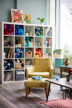 28 Ideas Craft Room Storage Yarn Spaces For 2019 Knitting Room, Knitting Storage, Yarn Storage, Knitting Yarn, Ribbon Storage, Diy Storage, Craft Room Storage, Room Organization, Craft Rooms