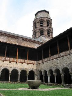 Lavaudieu abbey - Cloister - Romanesque architecture - Wikipedia, the free encyclopedia Architecture Romane, Romanesque Architecture, Roman Architecture, Round Arch, Clermont Ferrand, The Cloisters, Beaux Villages, 11th Century, France