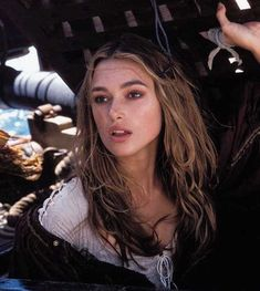 """Keira Knightley (Elizabeth Swann) in """"Pirates of the Caribbean: The Curse of the Black Pearl"""" Keira Knightley Pirates, Keira Christina Knightley, Elizabeth Swann, Pretty People, Beautiful People, Beckham, Pirates Of The Caribbean, Madame, Charlotte Casiraghi"""
