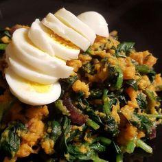 Deze gezonde stamppot met spinazie, zoete aardappelen én kerriepoeder is een nieuwe favoriet. Dit gerecht is zo simpel en snel te maken!