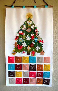 календарь ожидания с елочкой и игрушками из фетра