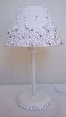 Fabric-coated dome lamp with pearls and stras.- Abajur com cúpula revestida em … Fabric-coated dome lamp with pearls and stras.- Abajur com cúpula revestida em tecido, com pérolas e stras. Fabric-coated dome lamp with pearls and stras. My Room, Girl Room, Lamp Shades, Light Decorations, Diy Home Decor, Diy And Crafts, Bedroom Decor, Diy Projects, Design