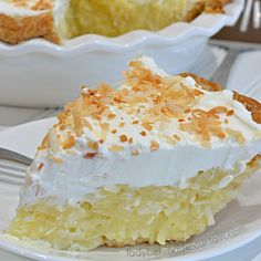 Grandma's Coconut Cream Pie Sweet coconut surrounded by a delicious creamy custard and topped with homemade whipped cream. Köstliche Desserts, Delicious Desserts, Dessert Recipes, Cream Pie Recipes, Coconut Recipes, Vegan Recipes, Homemade Whipped Cream, Pie Dessert, Sweet Recipes
