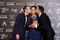 """Premio """"mejor canción original"""". India Martínez, Riki Rivera y David Santisteban por """"Niño sin miedo"""", canción original de la película 'El Niño'.  #goya2015 #federopticos #premiados"""