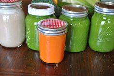 Great juice storage idea as well as tip to preserve nutrients if you are preparing for the whole day in one juicing session.