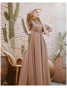 Dress Brukat, Hijab Dress Party, Dress Outfits, Fashion Dresses, Muslimah Wedding Dress, Dress Muslimah, Simple Bridesmaid Dresses, Hijab Fashion Inspiration, Muslim Dress