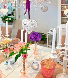 Decoração de mesa romântica. Decoração de Réveillon. Decoração feminina para o ano novo. Mesa posta.