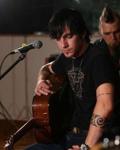 No Adam Gontier = No Three Days Grace. Hope he can make the concert here in Mississippi! :(