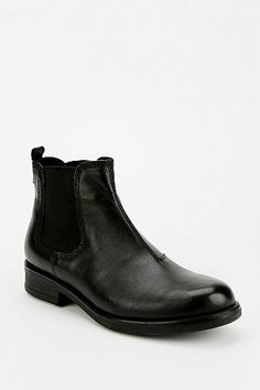Vagabond Elba Chelsea Boot---this over the other ones