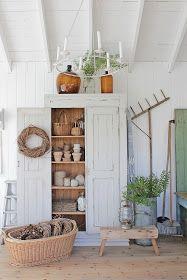 """I det siste har vi vært VEEELDIG heldige med å finne gamle vakre møbler som jeg har gitt en """"magisk"""" touch :) Vi begynner med dette gamle..."""