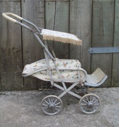 I had a pushchair for my dolls just like this! Was so upset my parents got rid of it when they moved - I was in my twenties when I found out! Vintage Pram, Vintage Dolls, Pram Stroller, Baby Strollers, Childrens Dolls, Prams And Pushchairs, Dolls Prams, Baby Prams, Cot Bedding