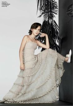 Millie Bobby Brown photographed for InStyle Magazine (November Millie Bobby Brown, Brown Outfit, Strapless Dress Formal, Formal Dresses, Looks Street Style, Brown Fashion, Bobbi Brown, Pink Dress, My Idol