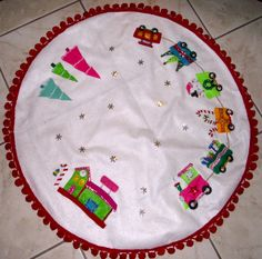 Here's a view of the entire tree skirt
