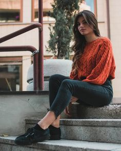 12 Shocking Bikini Model Photos Woman Wearing Orange Crew-neck Sweater Sitting On The Stair Simple Casual Outfits, Casual Looks, Casual Wear, Nursing Clothes, Fashion Articles, Stylish Tops, Woman Standing, Bikini Models, Model Photos