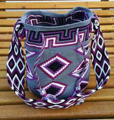 Heikeshäkellust: Wayuu mochila III Tapestry Loom, Tapestry Crochet Patterns, Tapestry Bag, World Tapestry, Mochila Crochet, Boho Bags, Drops Design, Knit Crochet, Crochet Bags