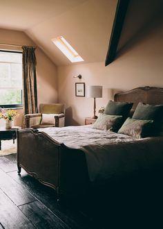 Home Interior Salas .Home Interior Salas Farmhouse Bedroom Furniture, Farmhouse Style Bedrooms, French Country Bedrooms, Bedroom Furniture Sets, Bedroom Sets, Home Bedroom, Modern Bedroom, Luxury Furniture, Bedding Sets
