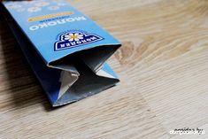 Schauen Sie mal, wie einfach und schnell kann man eine tolle Geldtasche aus Milchverpackung selber basteln. Es geht ganz einfach und schnell. Candy, Money, Amazing, Bags, Sweets, Candy Bars, Chocolates