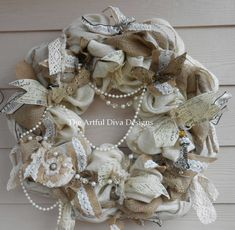 Crème et couronne de toile de jute naturelle avec dentelle et perles, concepteur de ruban, shabby chic, romantique