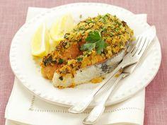 Lachskotelett mit Kräuterhaube ist ein Rezept mit frischen Zutaten aus der Kategorie Meerwasserfisch. Probieren Sie dieses und weitere Rezepte von EAT SMARTER!