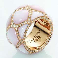 High Jewelry ring Anello in oro rosa, madreperla rosa e diamanti bianchi