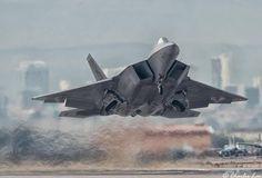 F-36 Raptor despegando