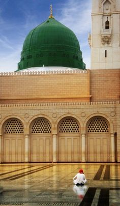 """Masjid Nabawi... A beautiful quote ~~ """"Someone asked him, """"Do you pray because it makes sense?"""" He replied, """"No, I pray because my life does not make sense without prayers!"""""""