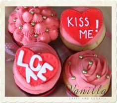 Vanilla Cupcakes&Raspberry Buttercream Frosting; Valentine's Day Sweetest Gift Ideas... Sevgililer Günü için Frambuazlı Buttercream&Vanilyalı Cupcake'ler...