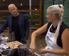 Mielcke undrede sig helt sikkert over min idé til en parmesanskum... Han endte med at få helt ret. For fanden altså Julia!! Nå, jeg klarede den heldigvis, men jeg fik ikke rigtig bevist noget i dag. Det håber jeg at kunne i morgen! Jeg har delt indlæg om 3. dagen på bloggen - link i profil ❤ Foto: TV3 #masterchefdk #masterchef @masterchef_dk @tv3dk