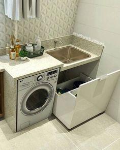 Ideia de degrau entre o tanque e a máquina de lavar para evitar de molhar a bancada toda.