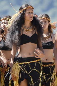 Otea Ori Tahiti - simple Costume Makes me miss my hair Hawaiian Girls, Hawaiian Dancers, Hawaiian Woman, Polynesian Dance, Polynesian Culture, Polynesian Girls, Dress Chanel, Tahitian Costumes, Tahitian Dance