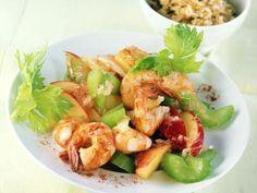 Gebratene Garnelen mit Apfel-Selleriegemüse ist ein Rezept mit frischen Zutaten aus der Kategorie Garnelen. Probieren Sie dieses und weitere Rezepte von EAT SMARTER!