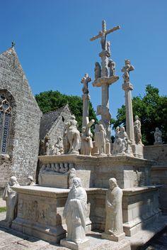 L'église et le calvaire de Guéhénno (56420)