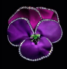 JAR ~ Joel Arthur Rosenthal Paris j pansy brooch from the Met Museum NYC Magenta, Shades Of Purple, Aqua Blue, Pink, Jar Jewelry, High Jewelry, Museums In Nyc, Fru Fru, Purple Jewelry