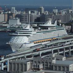 KOBE | ボイジャー•オブ•ザ•シーズ 神戸に寄港中 #神戸 #kobe #客船 #ship - @uchuhunter55- #webstagram