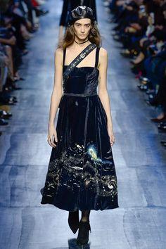 Christian Dior Fall 2017 Ready-to-Wear Collection Photos - Vogue Fashion Week, Fashion 2017, Paris Fashion, Runway Fashion, High Fashion, Fashion Show, Womens Fashion, Fashion Design, Christian Dior