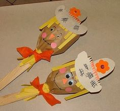 Make this fun paper bag scarecrow puppet with the kids. A fun kid& craft for fall! and perfect as decorations for a harvest party! Autumn Crafts, Thanksgiving Crafts, Holiday Crafts, Scarecrow Crafts, Halloween Crafts, Scarecrows, Scarecrow Party, Fall Art Projects, Projects For Kids
