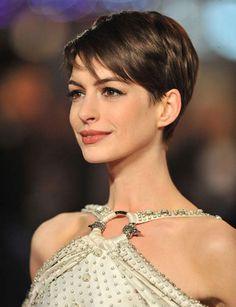 La coupe garçonne Cette coupe très tendance met en valeur les traits du visage et booste le style de la chevelure. À oser à 30 ou 40 ans.